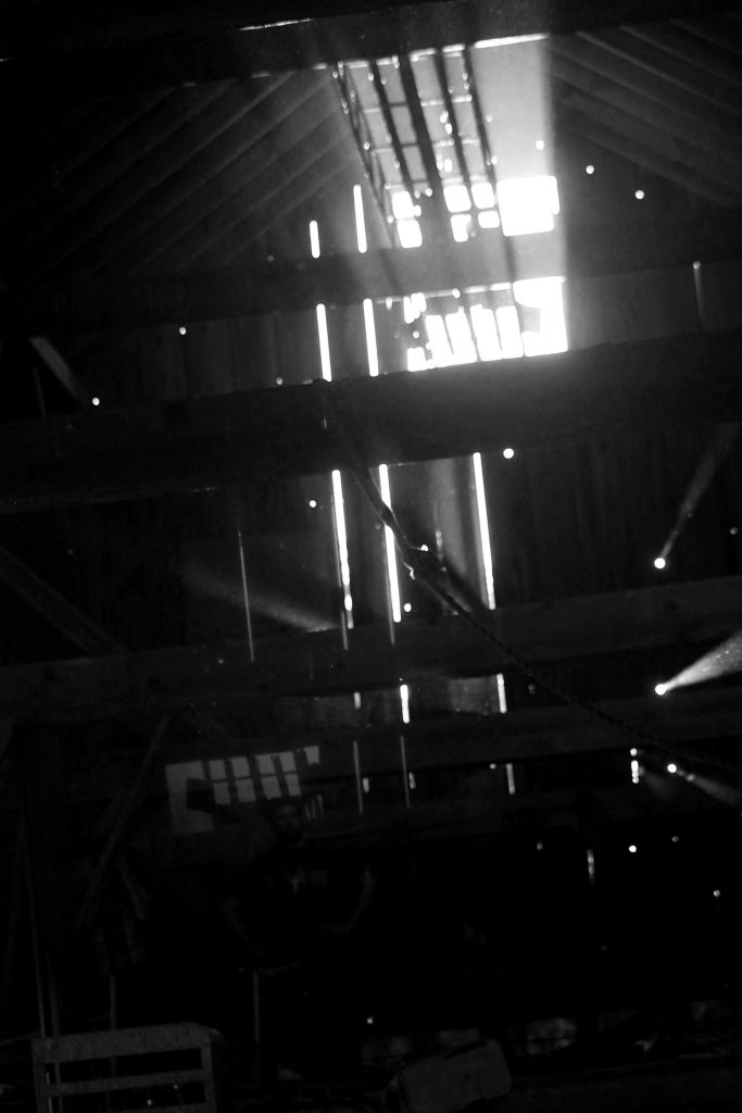 bw-barn-light-img_0583