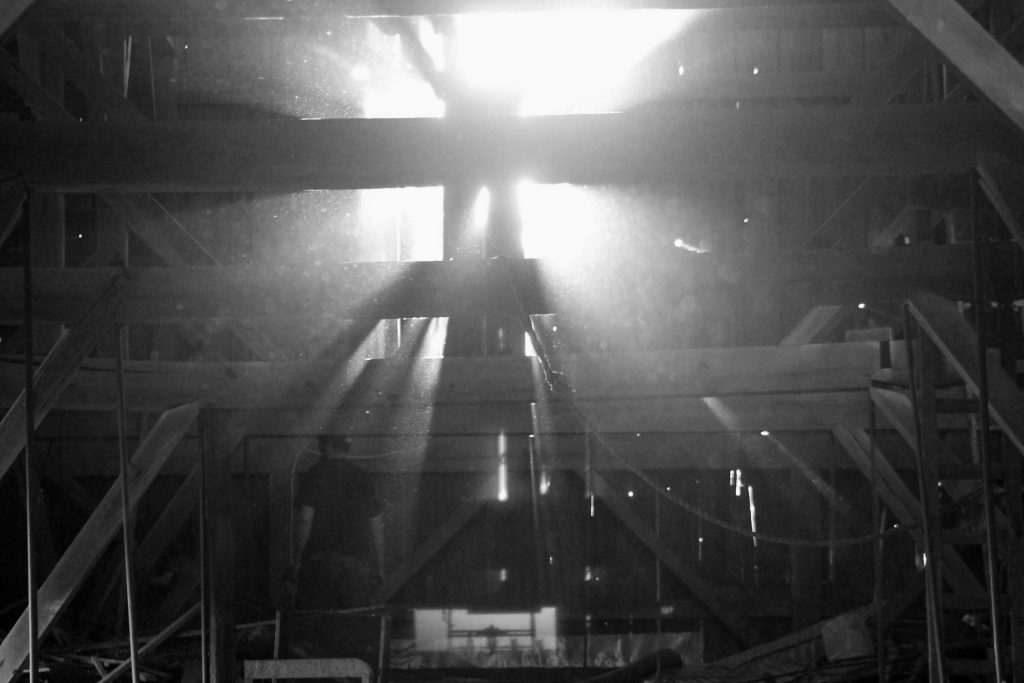 bw-barn-light-img_0588