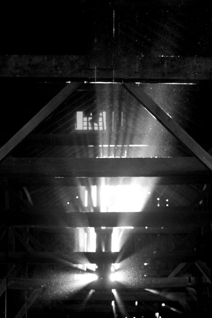 bw-barn-light-img_0589
