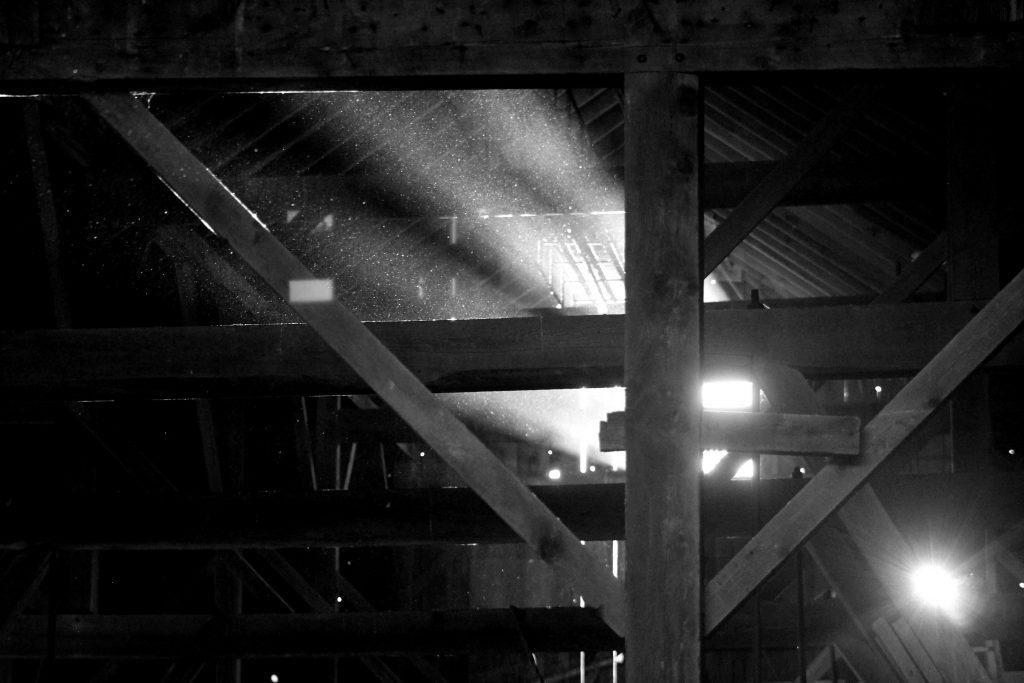 bw-barn-light-img_0591