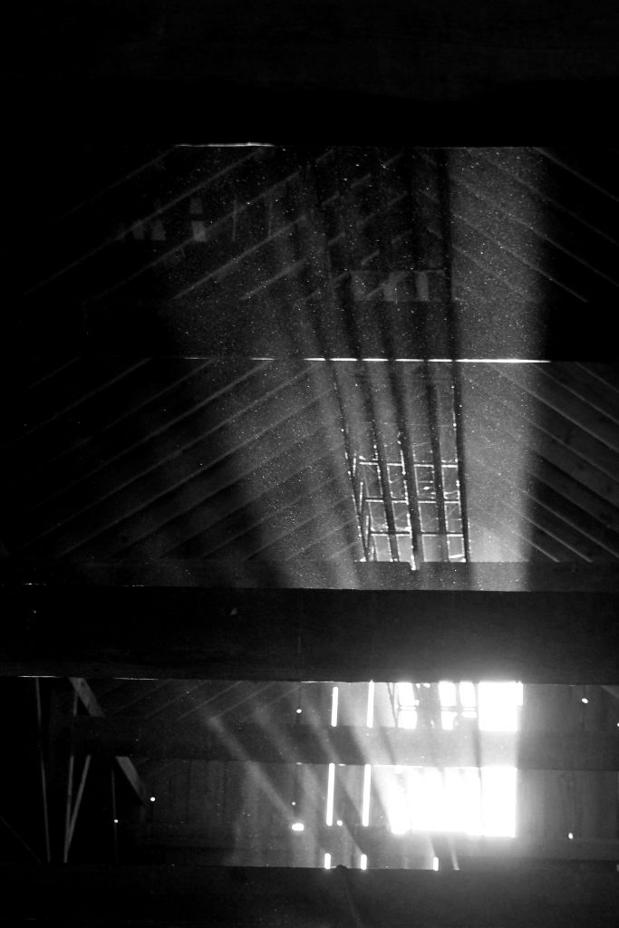 bw-barn-light-img_0598