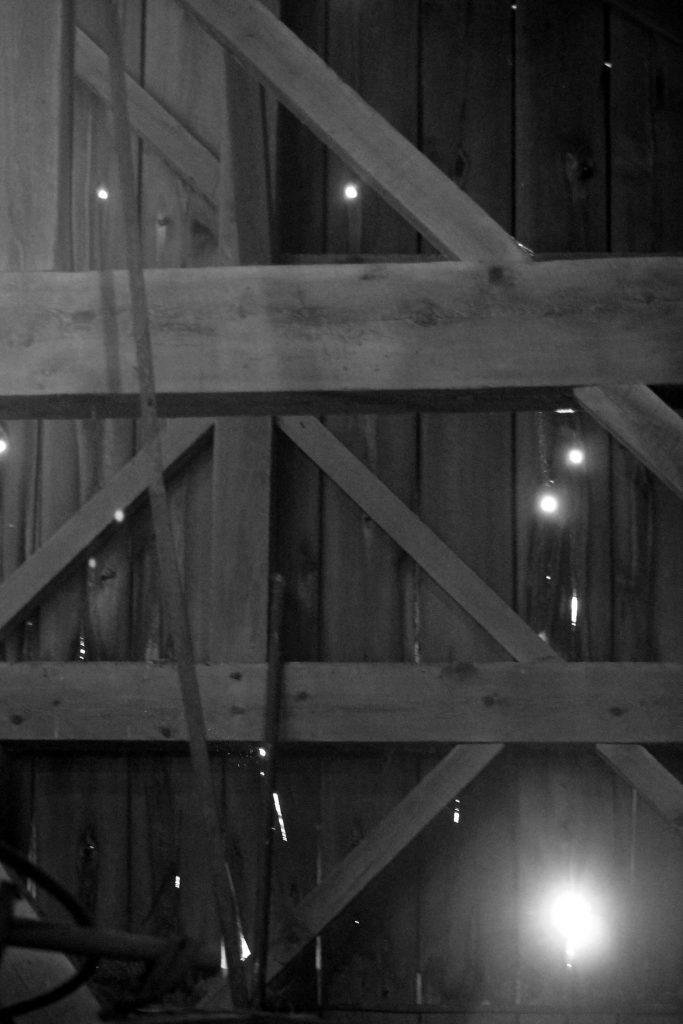 bw-barn-light-img_0599