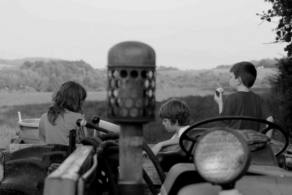 bw-boys-tractor-img_0072