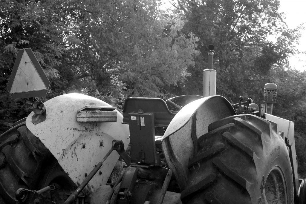 bw-tree-tractorimg_0019